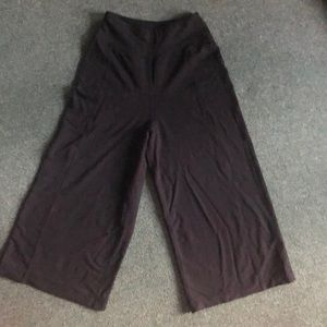 Lululemon flair stretchy capri pants.